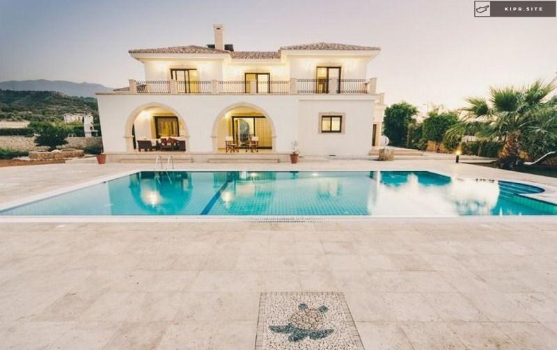 Великолепная вилла на берегу моря Северного Кипра.