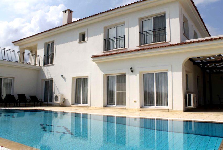 Просторная вилла с 5-ю спальнями на Северном Кипре.
