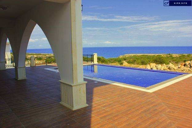 Вилла класса люкс расположена в одном из самых красивых мест Северного Кипра.
