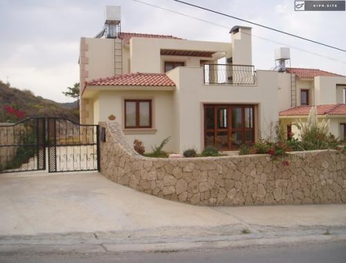 Большая вилла у подножия гор Бешпармак на Северном Кипре.