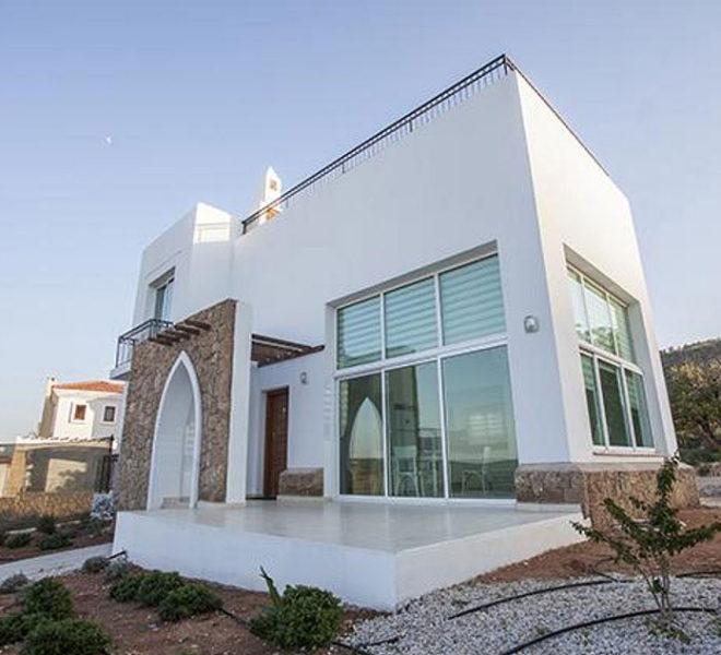Таунхаус с 2 спальнями расположен к западу от Кирении в Севеном Кипре.