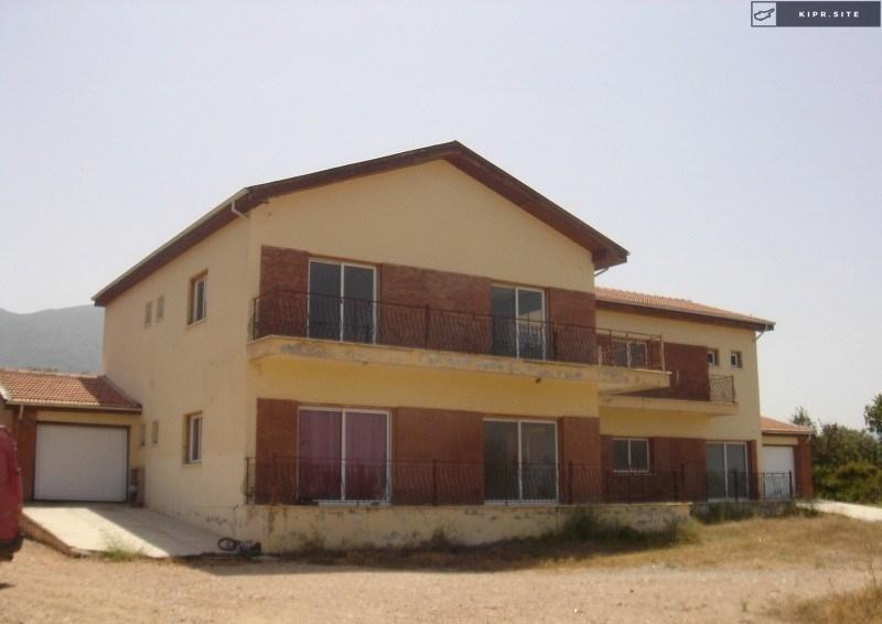 Вилла с 8 спальными на Северном Кипре.