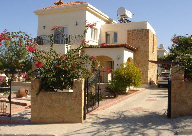 Вилла с 3 спальнями и прекрасным видом на море и горы в Зейтинлик на Северном Кипре.