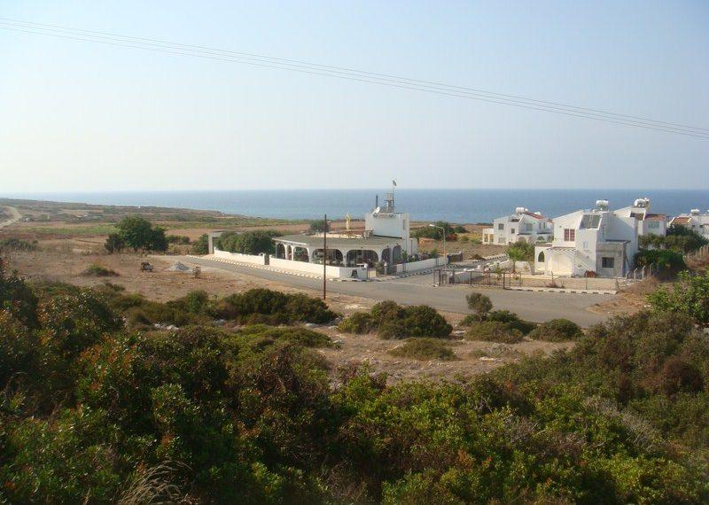Земля с великолепным видом на мор на Северном Кипре.