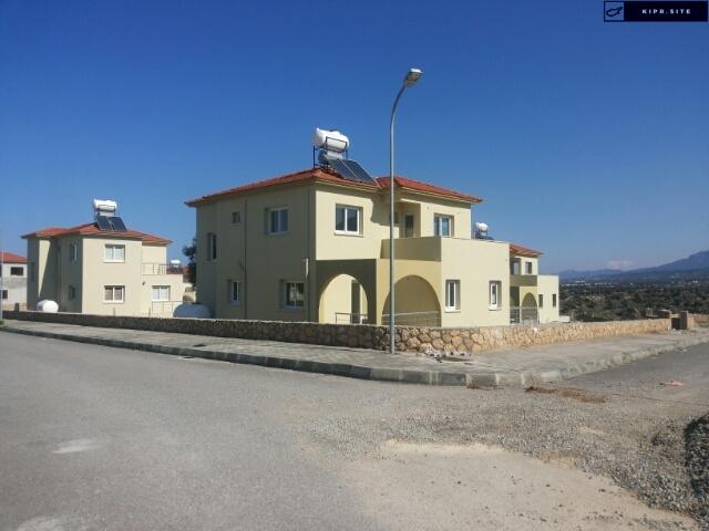 Виллы расположены в типичной средиземноморской деревне Эсентепе на Северном Кипре.