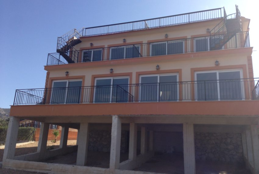 Вилла с прекрасным видом и террасами на Северном Кипре