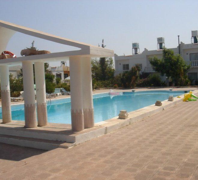 Двухквартирный коттедж с двумя спальными на Северном Кипре.
