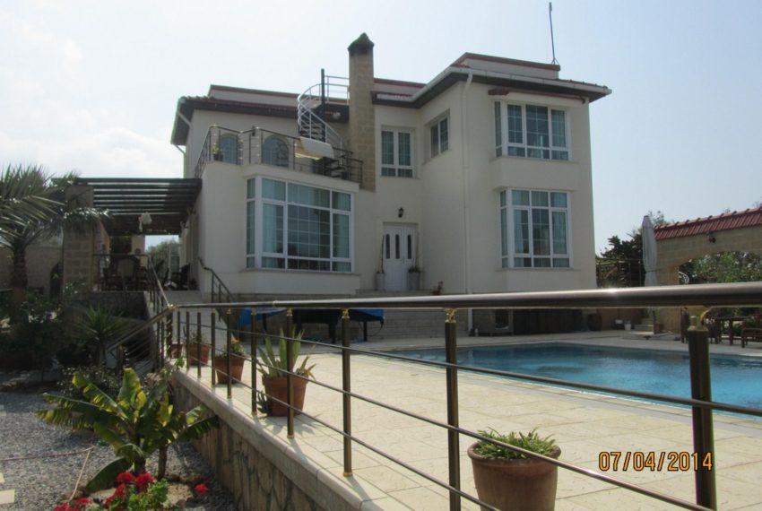 Вилла с 5 спальнями на Северном Кипре.
