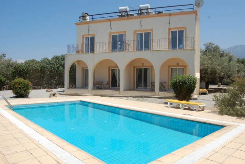 Два особняка, имеющих общую стену на Северном Кипре.