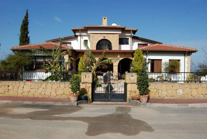 Дом на Северном Кипре с фантастическим видом на море и горы!