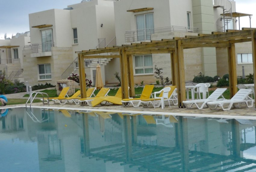 Квартира c садовым участком в поселке Тартл-Бэй на Северном Кипре.