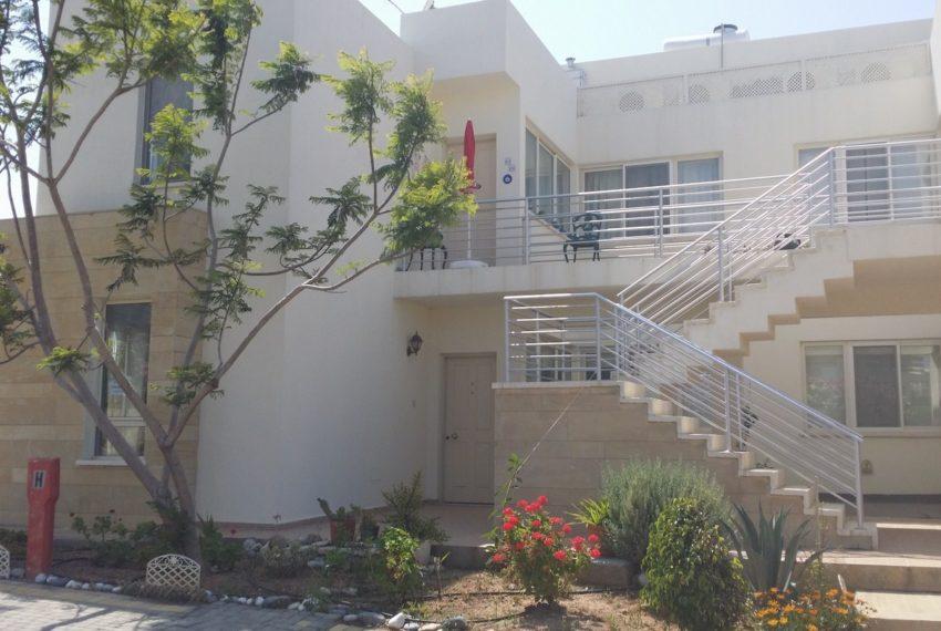 Апартаменты на Северном Кипре в Тертл Бэй Виллидж имеют выход в сад и бассейн.