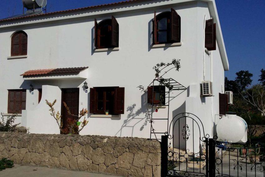 Дом на Северном Кипре продается с верандой, парковочным местом для машины