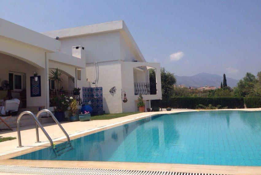 Бунгало (коттедж) с 4 спальнями на Северном Кипре.