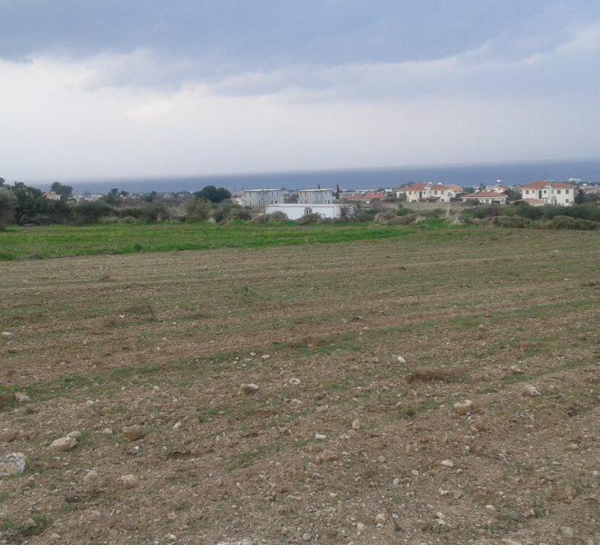 Земля с прекрасным видом на море и горы На Северном Кипре