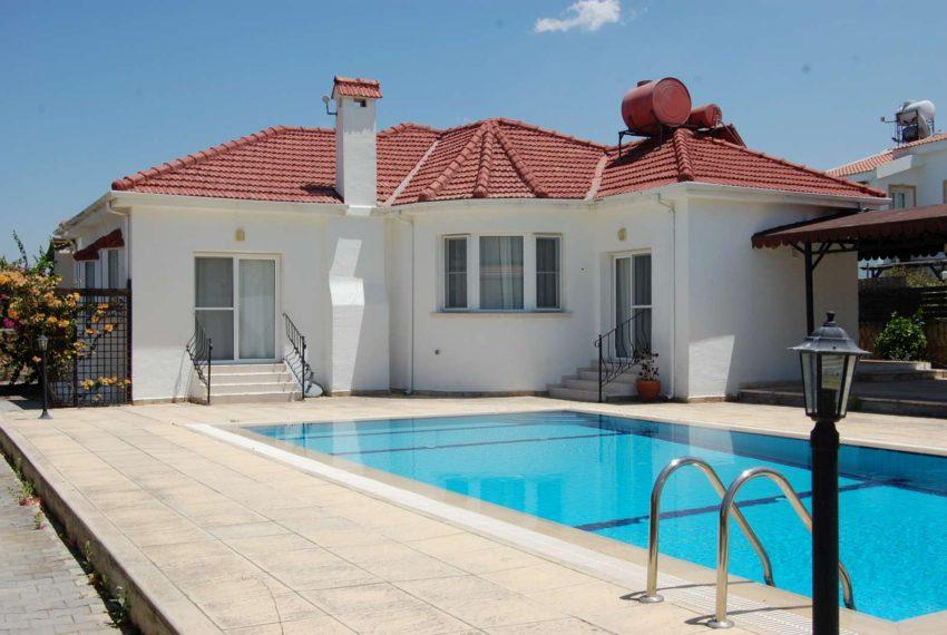 Бунгало с приватным бассейном на Северном Кипре