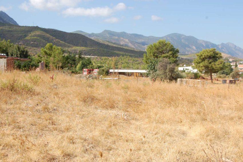 Первоклассный участок с фантастическими видами на горы и море Северного Кипра.