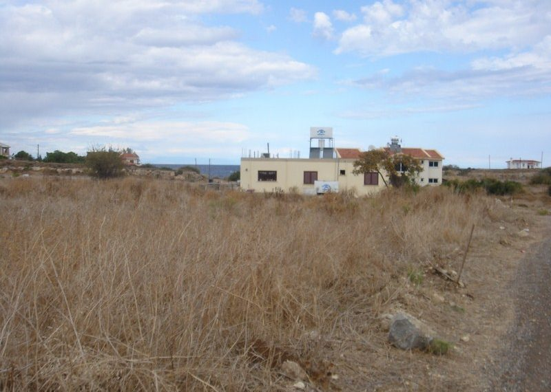 Участок в шаговой доступности от моря с видом на горы Северного Кипра